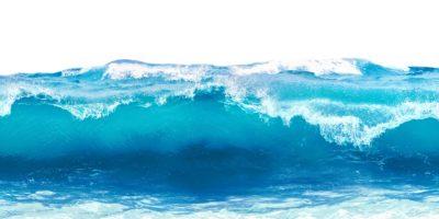Blaue Meereswelle mit weißem Schaum lokalisiert auf weißem Hintergrund.