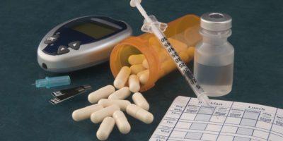Foto von verschiedenen diabetischen Werkzeugen und Medizin.