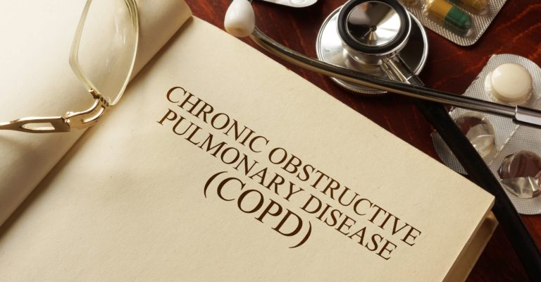 Buch mit Diagnose Chronisch obstruktive Lungenerkrankung (COPD). Medic-Konzept.