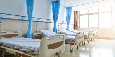 Innenraum des neuen leeren Krankenzimmers.