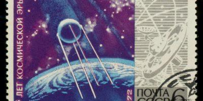 Sowjetische Briefmarke mit Planeten, Raum und Sputnik