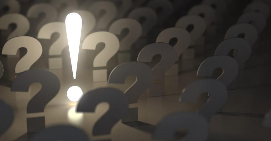 Fragezeichen und Ausrufezeichen. Idee oder Problemkonzept. 3d
