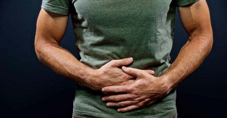 Magenschmerzen mit beiden Händen