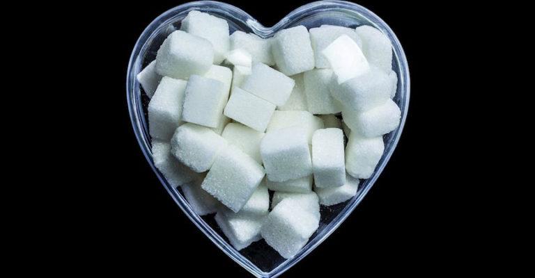 Herz aus Zuckerwürfeln
