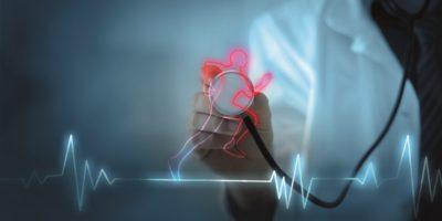 Cardio-Training erhöht die Gesundheit des Herzens, das Konzept eines gesunden Körpers und eines gesunden Geistes