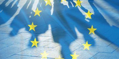 EU-Flagge und Schatten des Menschen-Konzeptbildes