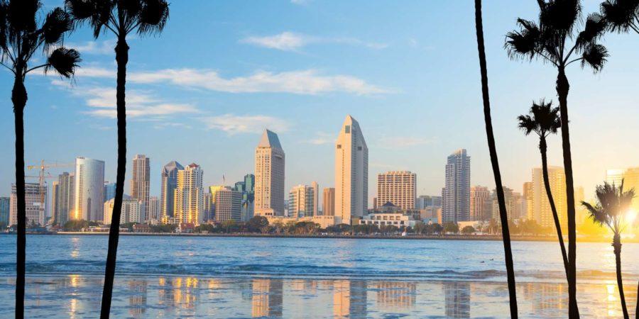Skyline der Innenstadt von San Diego in Kalifornien, USA bei Sonnenuntergang