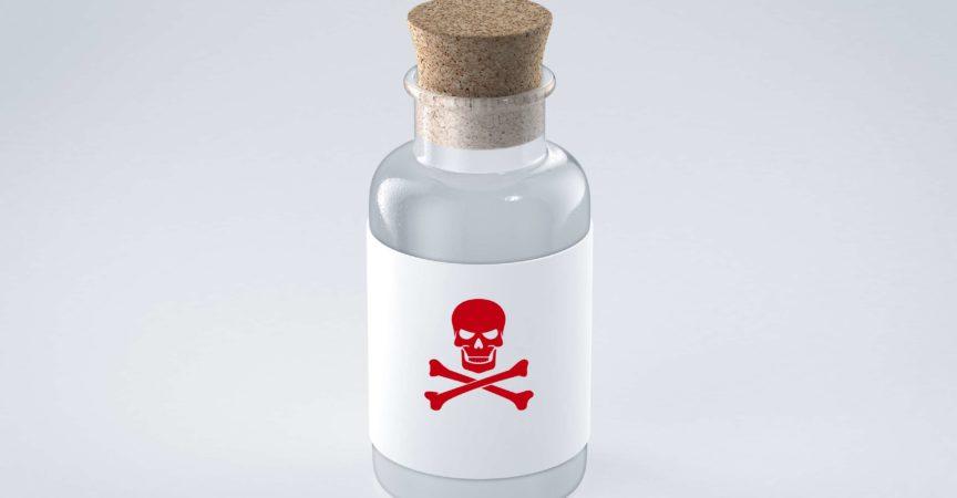 Glasflasche mit Giftetikett