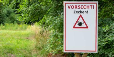 Achtung Häkchen auf Deutsch