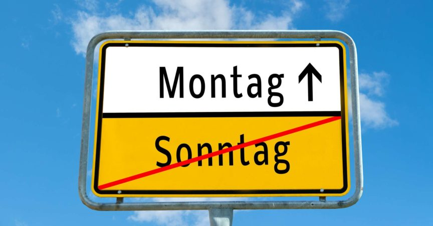 Ortstafel Montag / Sonntag