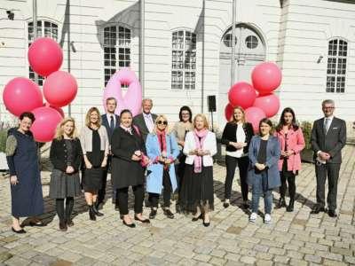 Internationaler Brustkrebstag. Auftakt der Pink Ribbon Aktion 2021