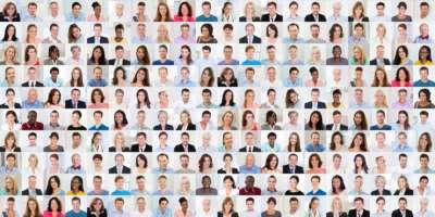 Collage aus verschiedenen, multiethnischen und altersgemischten lächelnden Menschen