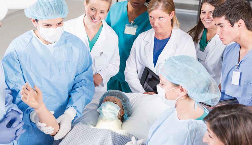 """Bedside Teaching sollte natürlich an """"echten"""" Patienten erfolgen, fand für zwei Drittel der Absolventen jedoch selten oder gar nie statt."""