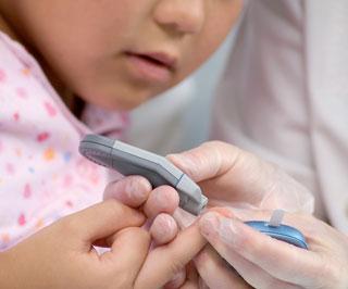 Ausdruck des verbesserten Selbstmanagements beim Blutzuckermonitoring ist die gestiegene Anzahl an täglichen Blutzuckermessungen.