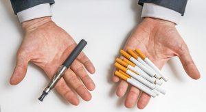 Immer mehr Raucher steigen auf E-Zigaretten um, die sie für eine gesunde Alternative halten.
