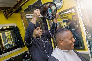 Ein Einschlusskriterium war: regelmäßige Frisiersalonbesuche – mindestens ein Haarschnitt alle sechs Wochen über mindestens sechs Monate.