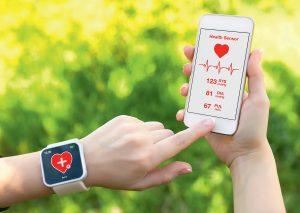 Für die Früherkennung von Vorhofflimmern haben Apps, die ein EKG erstellen können, potenziell lebensrettenden Charakter. Noch zu klären ist, wie die künftige Datenflut im Praxisalltag bewältigt werden kann.