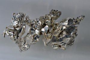 Kristalle von unter Schutzatmosphäre gelagertem Calcium