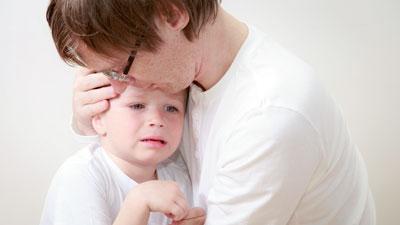 Rückschlüsse auf die Atemfrequenz können schon gezogen werden, wenn das Kind ruhig bei den Eltern sitzt.