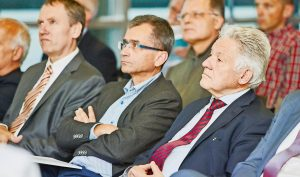 Ernüchtert lauschen die Ärzte-Chefs Lindner und Niedermoser sowie Alt-LH Pühringer (v.l.) den Referenten.