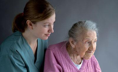 Palliative Care als Betreuungskonzept umfasst nicht nur die Phase unmittelbar vor dem Tod hochbetagter, oftmals kognitiv eingeschränkter Menschen, sondern sollte schon wesentlich früher einsetzen.
