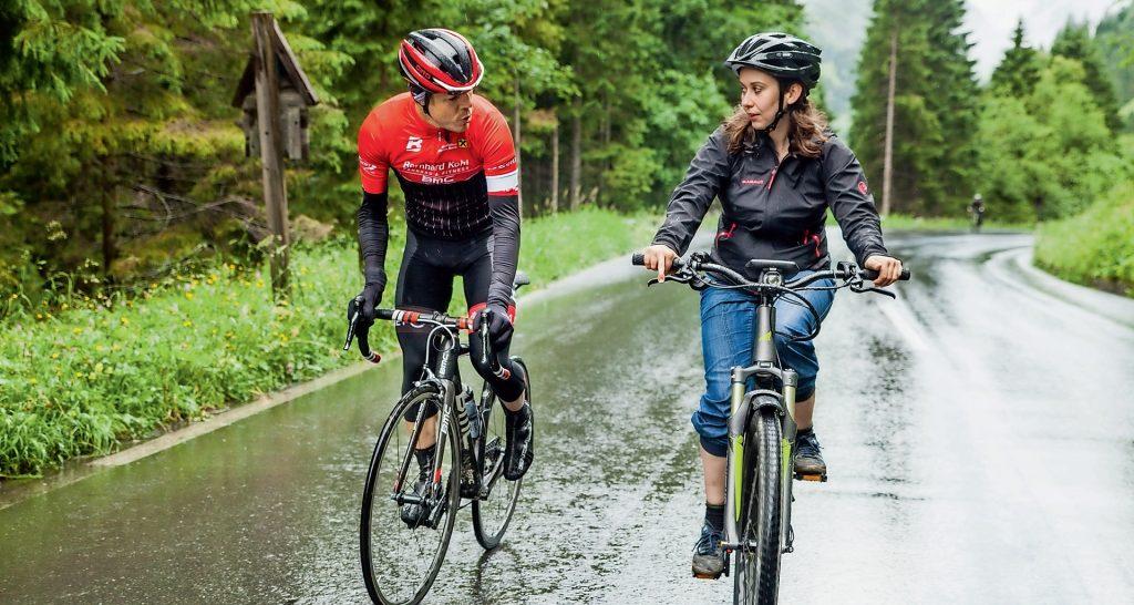 Beim Gespräch mit dem ehemaligen Radprofi Bernhard Kohl hat nur die Redakteurin auf leistungssteigernde Mittel gesetzt – und zwar auf ein E-Bike.