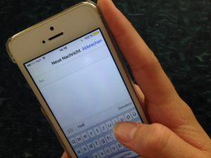 Das Verfassen von Textnachrichten mit Smartphones triggert eine neue Form des Gehirnrhythmus.