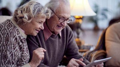 Das Projekt My-AHA setzt auf Online-Tools und Spiele zur Prävention von Gebrechlichkeit. Mit den Tablets kommen die Senioren gut zurecht.