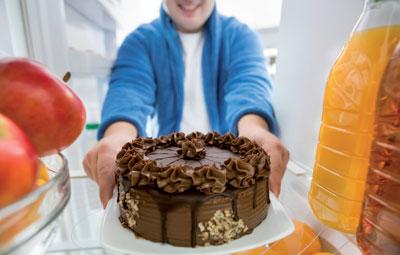 Oft erhalten Betroffene ein Präparat mit 10.000 Einheiten, welches sie dreimal täglich einnehmen sollen. Steht allerdings ein Stück Torte mit 15 Gramm Fett auf dem Speiseplan, reicht das nicht unbedingt aus.