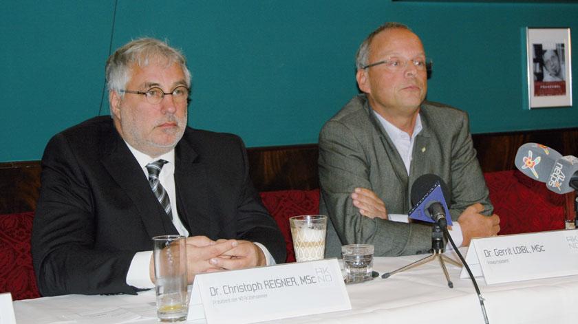 Präsident Dr. Christoph Reisner und Vize Dr. Gerrit Loibl beim offiziellen Start des Volksbegehrens der Niederösterreichischen Ärztekammer.