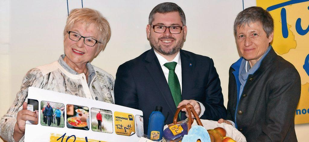 Ziehen positiv Bilanz: Rose Tiefenbacher, ehemalige Teilnehmerin am Programm, Landesrat Ludwig Schleritzko und Dr. Andrea Podolsky (v.l.n.r.).