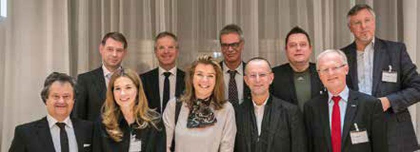 V.l.n.r.: Mag. Ingo Raimon (AbbVie), Dr. Stefan Koth (AAMP), Dr. Anna Vavrovsky (AVH), Dr. Karl Hochgatterer (ÖÄK), Dr. Eva Höltl (Erste Bank), PD Dr. Andreas Klipstein (AEH), Prof. Dr. Klaus Machold, Mario Wintschnig (Zumtobel Group AG), Dr. Martin Gleitsmann (WKÖ), Prof. Dr. Bernhard Rupp (AK NÖ)
