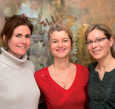 Dr. Karin Niescher-Lüftl (rechts) und Dr. Bettina Hönlinger (Mitte) betreiben gemeinsam eine dermatologische Wahlarztpraxis in Innsbruck. Die Räumlichkeiten teilen sie mit der Allgemeinmedizinerin Dr. Alexandra Ennemoser-Häusler (links), die u.a. Akupunktur und Tuina anbietet.