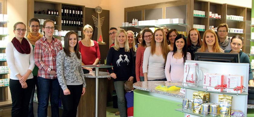 Das Team in Mautern freut sich über die neu gestaltete Apotheke.