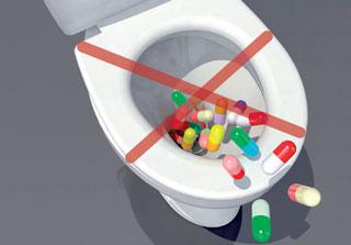 Arzneimittelreste gehören keinesfalls über die Toilette entsorgt.