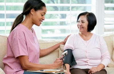 Die zusätzliche Betreuung von Hypertoniepatienten durch klinische Pharmazeuten brachte in einer US-Studie eine Senkung der Blutdruck-Werte.