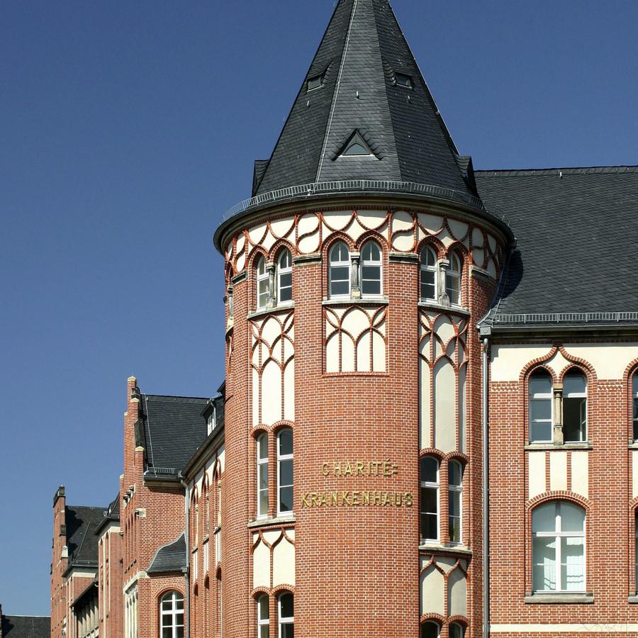 Charité Campus Mitte Eingang Schumannstraße Verwaltungsgebäude T, © Charité 2015