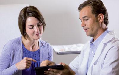 Patienten und Ärzte wünschen sich oft mehr Zeit für Gespräche. Neue Kommunikationstechnologien können diese unterstützen.