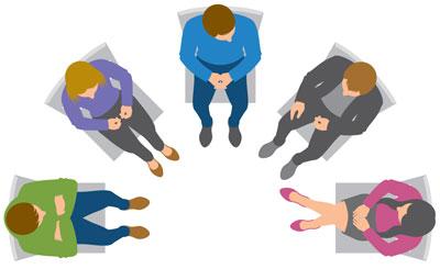 Bei einer Helferkonferenz kommen Menschen zusammen, die einen Patienten behandeln und betreuen, um bestehende Probleme zu lösen.