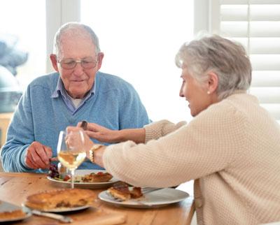 Gerade für ältere Patienten ist ein regelmäßiger Tagesablauf mit fixen Mahlzeiten kein Problem. Sie sind Kandidaten für Mischinsuline.