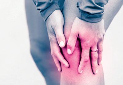Bei akuter Entzündung mehrmals täglich Eispackungen anwenden.