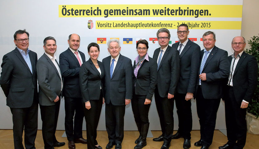 v.l.: Mag. Norbert Darabos (Bgld.), Ing. Maurice Androsch (NÖ), Mag. Wolfgang Sobotka (NÖ), Mag. Sonja Wehsely (Wien), Dr. Josef Pühringer (OÖ), Dr. Beate Prettner (Kärnten), Mag. Christopher Drexler (Stmk.), Dr. Christian Bernhard (Vbg.), Dr. Bernhard Tilg (Tirol), Dr. Christian Stöckl (Sbg.)