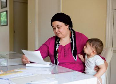 Migrantinnen finden sich im Gesundheitswesen oft schwer zurecht.