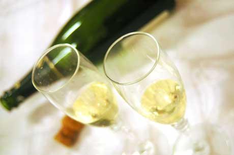 Mäßiger Alkoholkonsum trägt dazu bei, Menschen mit dem Genotyp CETP TaqIB vor koronaren Herzkrankheiten zu schützen.