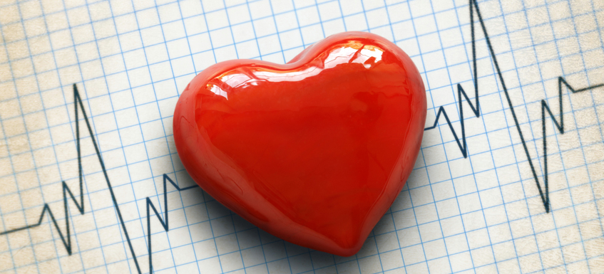 Foto: istockphoto/ Cardiogram and heart