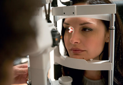 Gute Sicht: Regelmäßige Vorsorgeuntersuchungen beim Augenarzt sind Pflicht.