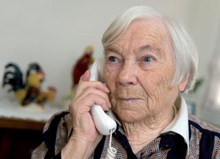 Einsame alte Menschen kontaktieren oft das Gesundheitssystem ohne somatisch krank zu sein. Hier könnten Sozialarbeiter entlastend wirken.