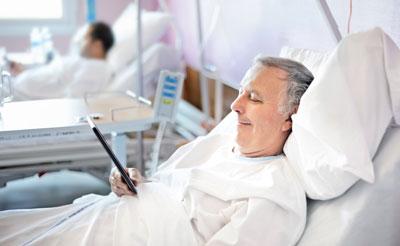 Die OECD kritisiert die vielen Spitalsaufenthalte in Österreich. Obwohl derzeit noch viele Ärzte in Österreich tätig sind, könnten es bald zu wenig sein.