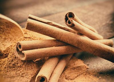 Die Zimtrinde ist nicht nur ein Stimmungsmacher. Sie fördert die Verdauung und kann den Blutzuckerspiegel positiv beeinflussen.
